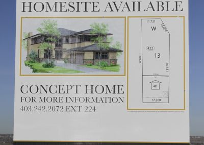 Sign on lot featuring a new homesite available with information on the lot