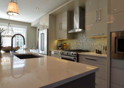 White modern quartz kitchen countertops