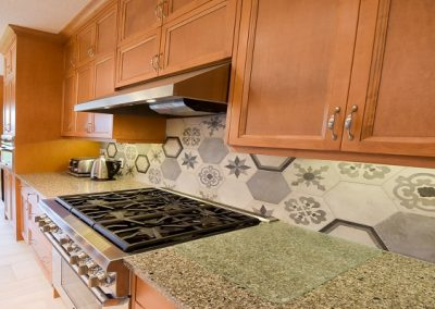 Hexagon backsplash tile kitchen design